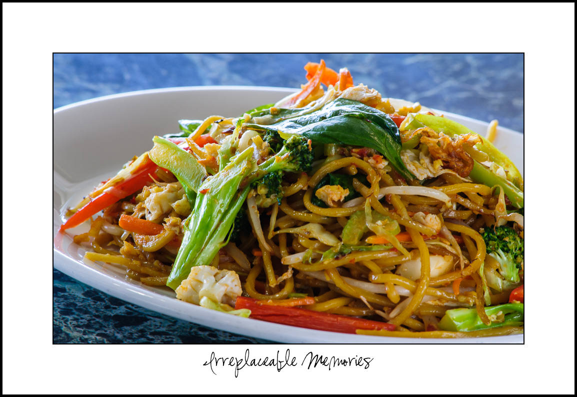 Veg Fried Mee Goreng (Singaporean Noodles)